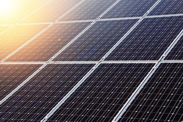 Les panneaux solaires double-face sont là, et ils sont 35% plus efficaces !